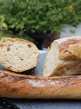 Buffet de pains spéciaux cuits au feu de bois