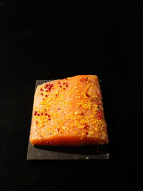 Gravlax (Ecosse label rouge) mariné aux agrumes et poivre rose